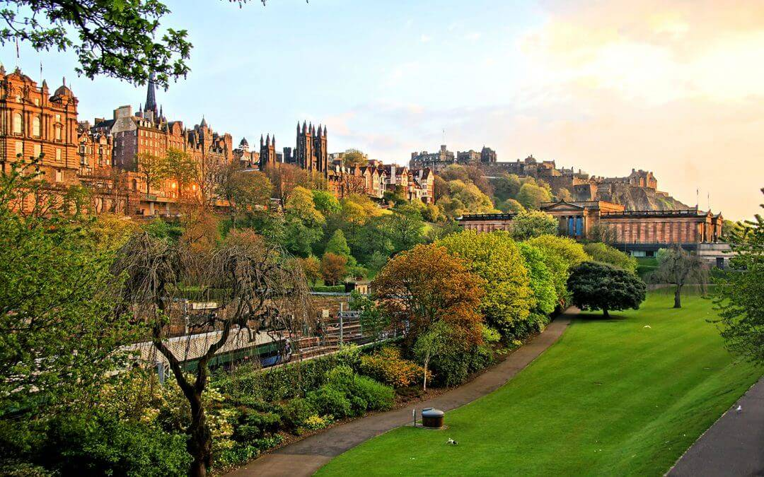 Why Autumn is the Perfect Time to Visit Edinburgh